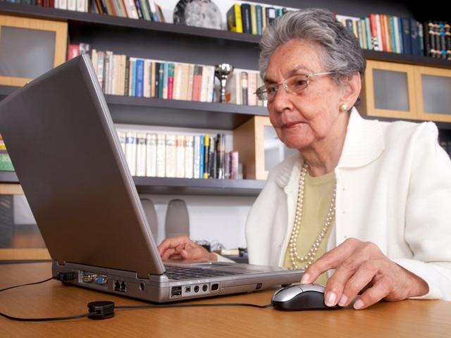 Как законно уволить работающего пенсионера