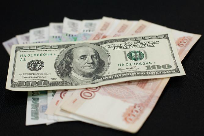 Почему доллар растет, а рубль дешевеет