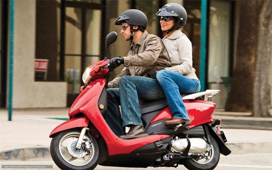 Какой штраф грозит в 2018 году за управление скутером без прав