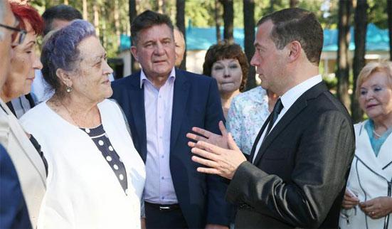 Причина третья: Медведев – это отличный громоотвод