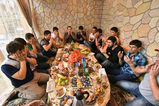 Какую милостыню полагается подавать бедным на Ураза Байрам в 2018 году